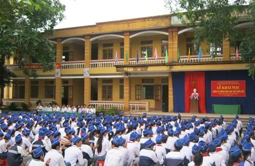 Bộ trưởng Phùng Xuân Nhạ yêu cầu xử lý nghiêm vụ nữ sinh bị phi dao vào trán - Ảnh 1.