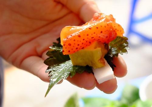 Sứa đỏ mắm tôm, món ngon kỳ lạ của Hà Nội - Ảnh 2.