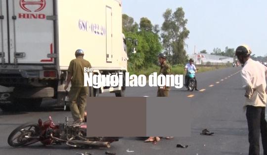 Tông đuôi ô tô, 2 thanh niên bất tỉnh trên quốc lộ - Ảnh 2.