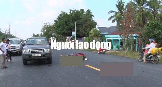 Tông đuôi ô tô, 2 thanh niên bất tỉnh trên quốc lộ - Ảnh 1.