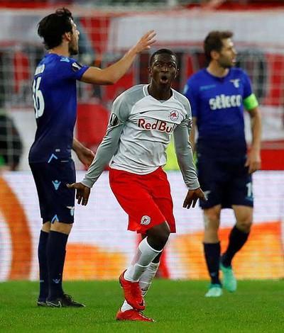 Bò đỏ Salzburg đại náo Europa League, Arsenal thoát hiểm thần kỳ - Ảnh 2.