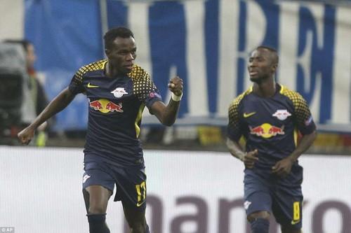 Bò đỏ Salzburg đại náo Europa League, Arsenal thoát hiểm thần kỳ - Ảnh 4.