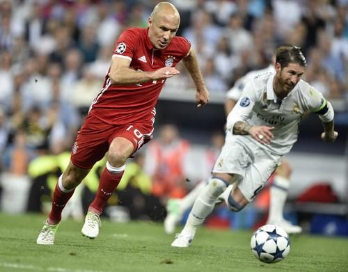 Đôi chân pha lê Arjen Robben giã từ tung hoành sân cỏ - Ảnh 2.