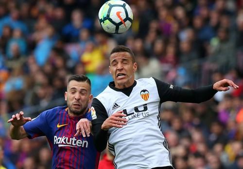 Chia tay sớm Champions League, Barcelona lập kỷ lục La Liga - Ảnh 3.