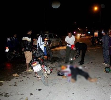 Xe máy đấu đầu kinh hoàng trên QL16, 2 người chết, 3 thanh niên nguy kịch - Ảnh 1.
