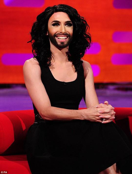 Nữ hoàng có râu công khai bị nhiễm HIV - Ảnh 5.