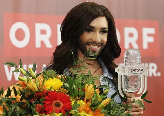 Nữ hoàng có râu công khai bị nhiễm HIV - Ảnh 4.