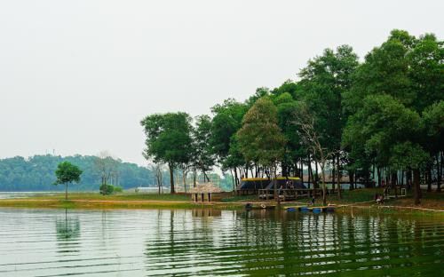 Những khu dã ngoại thú vị nằm ngay sát Hà Nội dịp nghỉ lễ - Ảnh 1.
