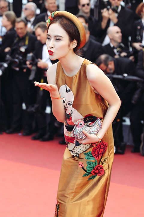 Vũ điệu tranh Đông Hồ trên thời trang - Ảnh 2.