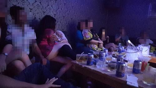 Điều tra: Thác loạn bên trong các nhà hàng khu trung tâm Sài Gòn - Ảnh 5.