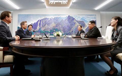 Video: Những khoảnh khắc khác thường ở biên giới liên Triều - Ảnh 20.