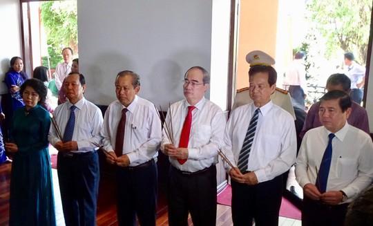 Lãnh đạo TP HCM dâng hương các anh hùng, liệt sĩ - Ảnh 5.