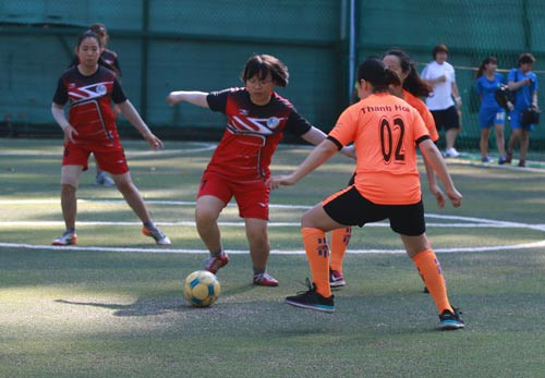 Sức sống bóng đá phủi nữ TP HCM - Ảnh 1.