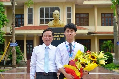 Giám đốc Sở GD-ĐT Quảng Bình bị kỷ luật khiển trách - Ảnh 1.