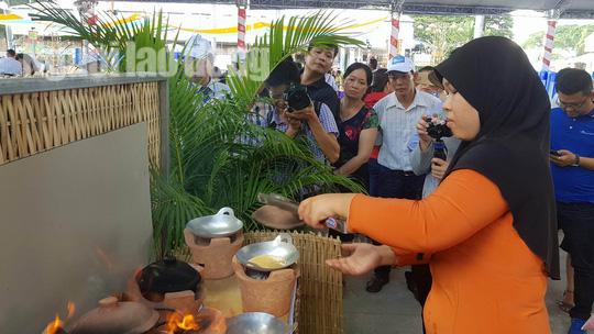 Lễ hội Bánh dân gian Nam bộ mang về doanh thu 250 tỉ đồng - Ảnh 1.