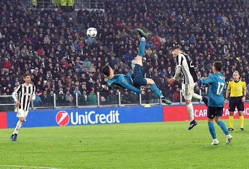 Ronaldo lập siêu phẩm, xô đổ hàng loạt kỷ lục châu Âu - Ảnh 3.