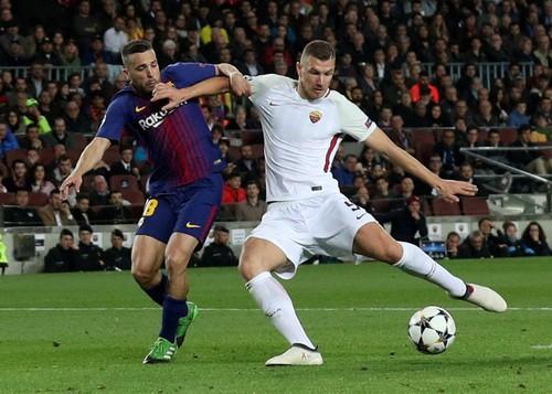 Bi kịch đá phản, AS Roma gục ngã trước Barcelona - Ảnh 1.