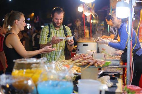 Ai xứng đáng tổ nghề đầu bếp Việt? - Ảnh 1.