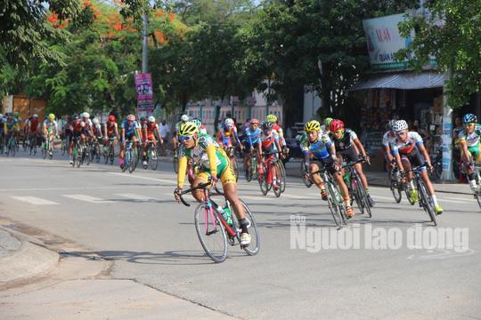 """Dân Phú Quốc chen nhau xem đua xe đạp tranh Cúp """"Gạo hạt ngọc trời"""" - Ảnh 5."""