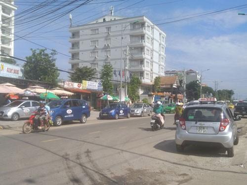 Taxi ồ ạt tràn ra Phú Quốc - Ảnh 1.