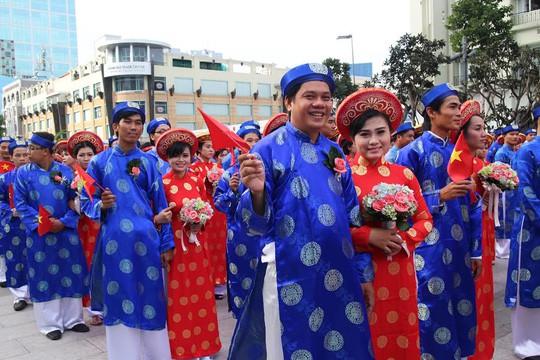 Tổ chức lễ cưới tập thể cho người lao động khó khăn ngày 2-9 - Ảnh 1.