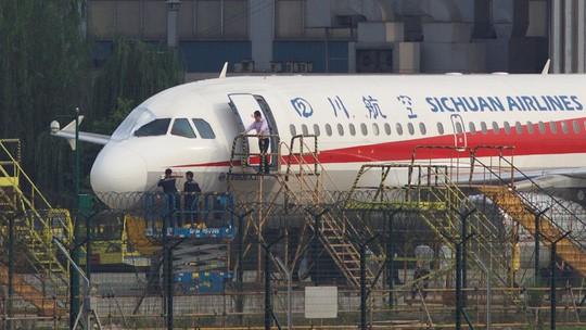 Mỹ: Hành khách thoát y la hét trên máy bay - Ảnh 2.