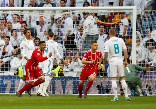 Người hùng Cuneyt Cakir trao vé chung kết cho Real Madrid - Ảnh 3.