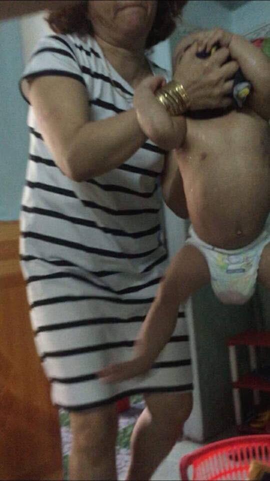 Sốc với clip đánh trẻ mầm non dã man trong giờ ăn ở Đà Nẵng - Ảnh 2.