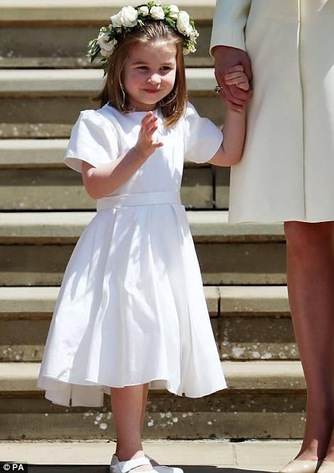 Công chúa Charlotte làm tan chảy trái tim khách mời trong đám cưới hoàng gia - Ảnh 1.