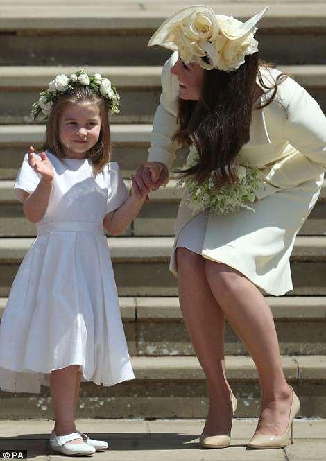 Công chúa Charlotte làm tan chảy trái tim khách mời trong đám cưới hoàng gia - Ảnh 2.