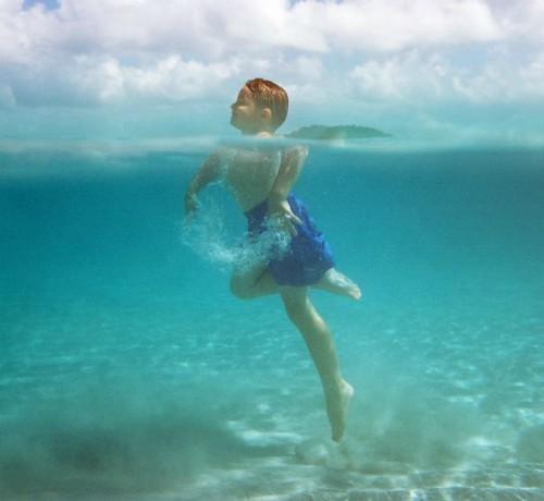 7 lưu ý để tránh đuối nước khi bơi lội mùa du lịch biển - Ảnh 1.