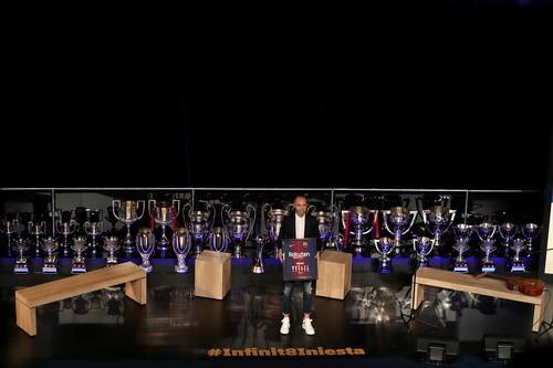 Coutinho lập siêu phẩm, Barcelona chia tay huyền thoại - Ảnh 11.
