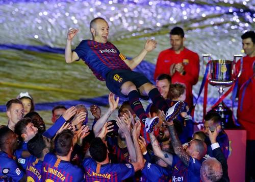 Coutinho lập siêu phẩm, Barcelona chia tay huyền thoại - Ảnh 10.