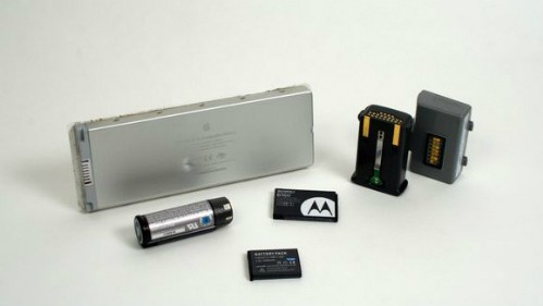 Pin điện thoại di động có thể gây cháy nổ xe rác - Ảnh 1.