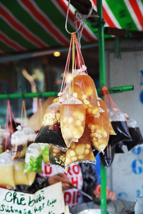 5 quán chè Sài Gòn luôn đắt khách bất kể nắng mưa - Ảnh 3.