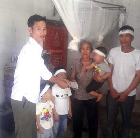 Vợ bỏ nhà đi để lại 3 con nhỏ, chồng treo cổ trong vườn nhà - Ảnh 1.