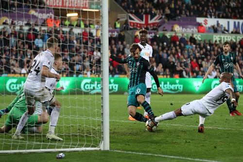 Swansea trắng tay trước Southampton, West Brom rớt hạng - Ảnh 4.