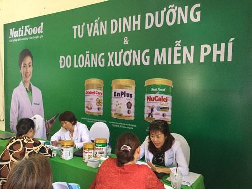 NutiFood chăm sóc sức khỏe miễn phí cho 350 người cao tuổi - Ảnh 1.