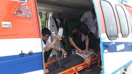 Điều trực thăng cứu ngư dân gặp nạn ở Trường Sa - Ảnh 1.