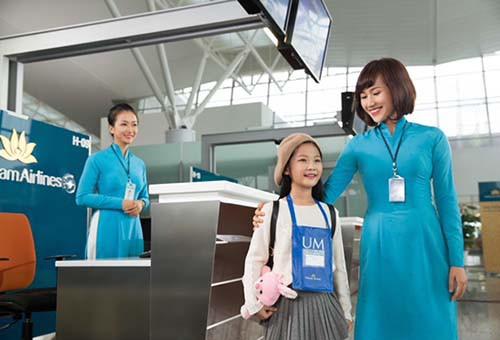 Vietnam Airlines tặng vé máy bay cho học sinh giỏi cấp tỉnh, thành phố - Ảnh 1.