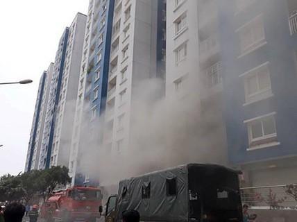 Bệnh nhân cháy chung cư Carina nhập viện trở lại - Ảnh 1.