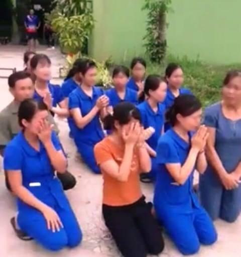 Xôn xao cảnh hàng chục giáo viên mầm non quỳ khóc xin tiếp tục dạy trẻ - Ảnh 1.