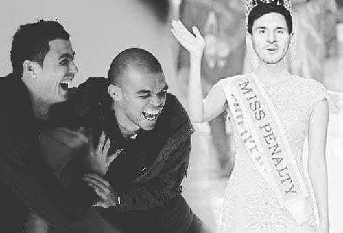 Ảnh chế World Cup: Ronaldo trao vương miện hoa hậu cho... Messi - Ảnh 5.