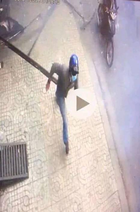Tạm giữ một thanh niên trong vụ nổ trước công an phường - Ảnh 2.