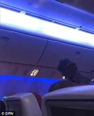 Mua vé hơn 500 USD để lên máy bay… ăn xin - Ảnh 3.