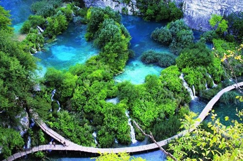 Chiêm ngưỡng những hồ nước đẹp nhất thế giới - Ảnh 1.