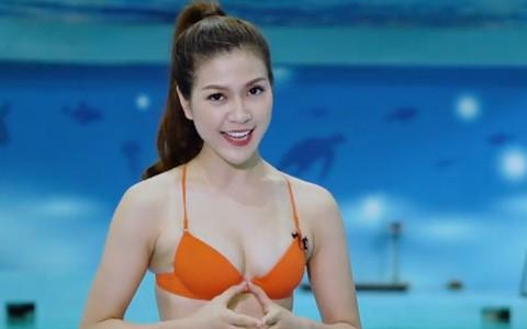 Ồn ào MC mặc bikini dẫn chương trình - Ảnh 3.