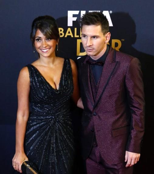 Cả thế giới quay lưng, Messi vẫn có vợ nóng bỏng bên cạnh - Ảnh 12.