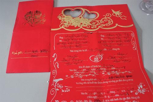 Độc chiêu lừa tiền bằng thiệp cưới ở Bình Thuận - Ảnh 1.