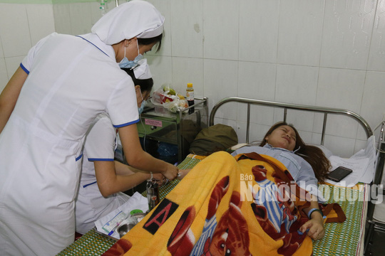Giám định thương tích giáo viên bị phụ huynh đánh thủng màng nhĩ - Ảnh 2.